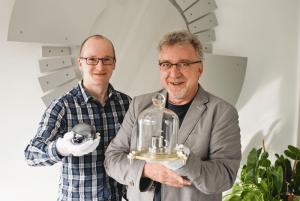 Dr. Jens Simon (rechts im Bild) und Dr. Thomas Middelmann (links im Bild)