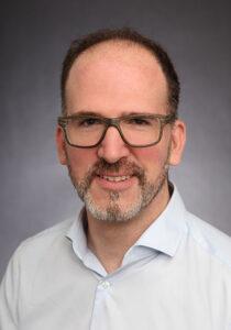 Dr. Matthias Knauer